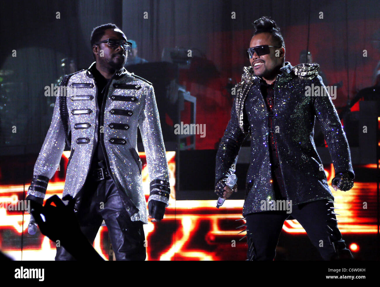 Will I Am And Apl De Ap Of Black Eyed Peas Performs On Stage At Lg Stock Photo Alamy