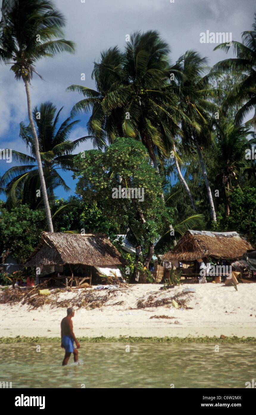 Coastal village, Tarawa Atoll, Kiribati, central Pacific, in 1998 - Stock Image