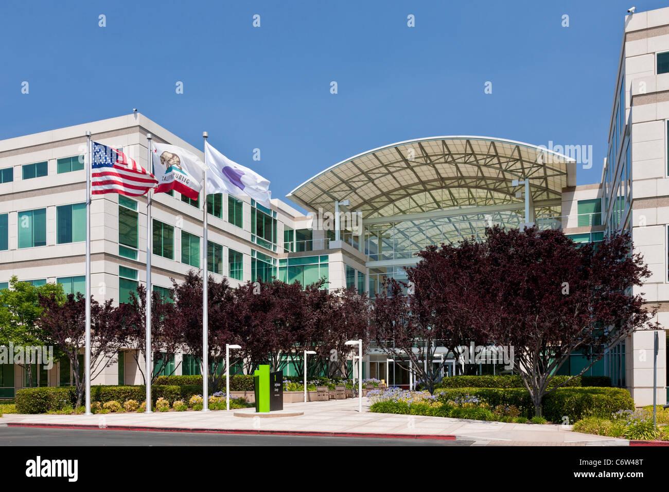 Apple Incorporated's corporate headquarters at 1-6 Infinite Loop, Cupertino, California, USA. JMH5187 Stock Photo