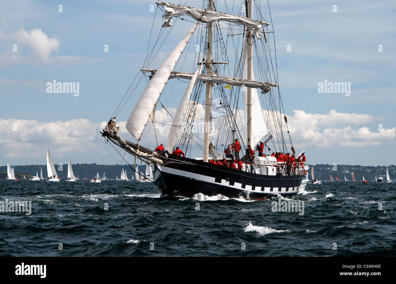 La Malouine : brigantine (St Malo, France), sailing in the bay of Brest (Finistère, Brittany, France). - Stock Image