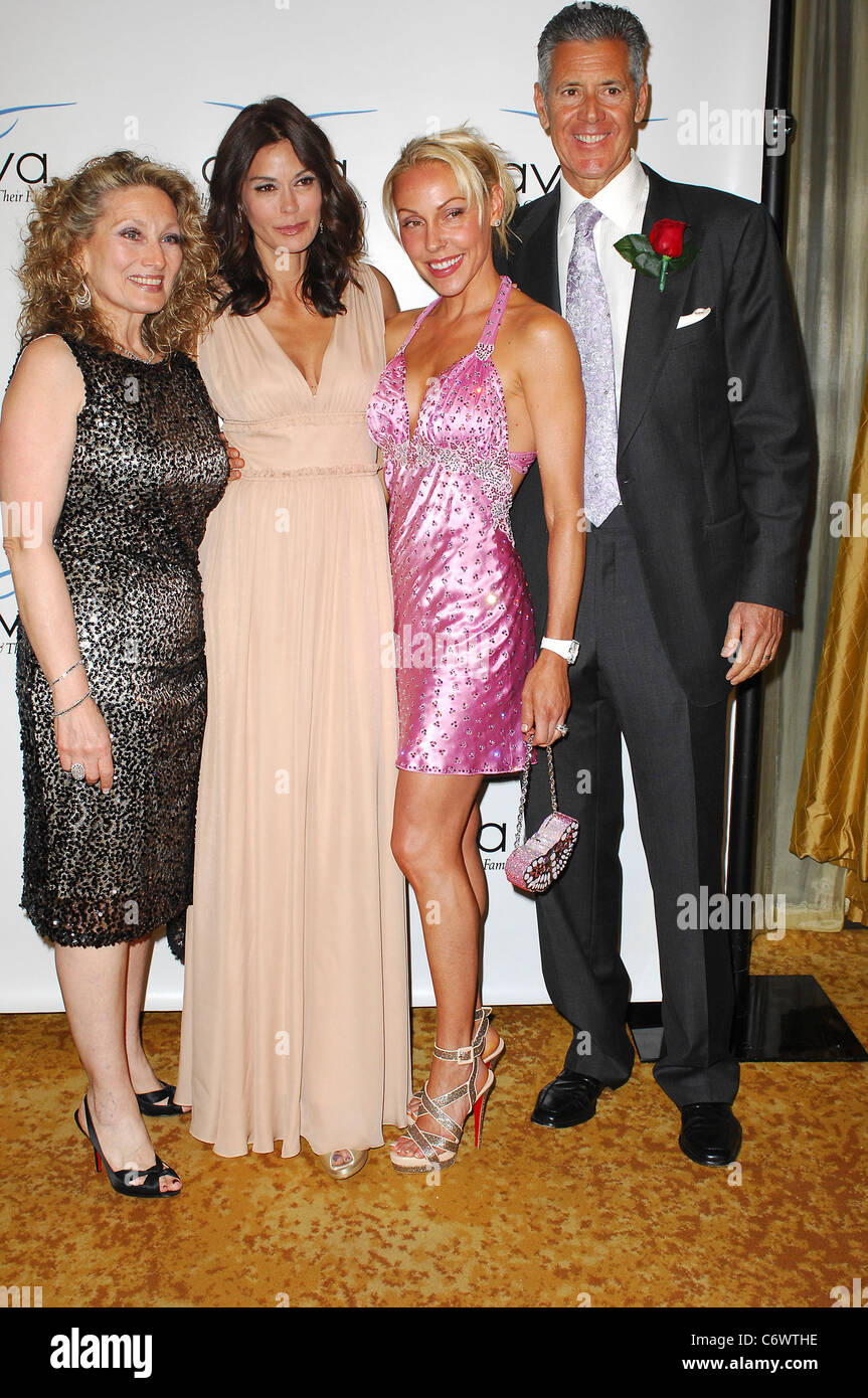 Teri Hatcher, Kimberly Selby, Richard Selby and Carol Stulberg The A Gala hosted by AVIVA Family and Children's - Stock Image