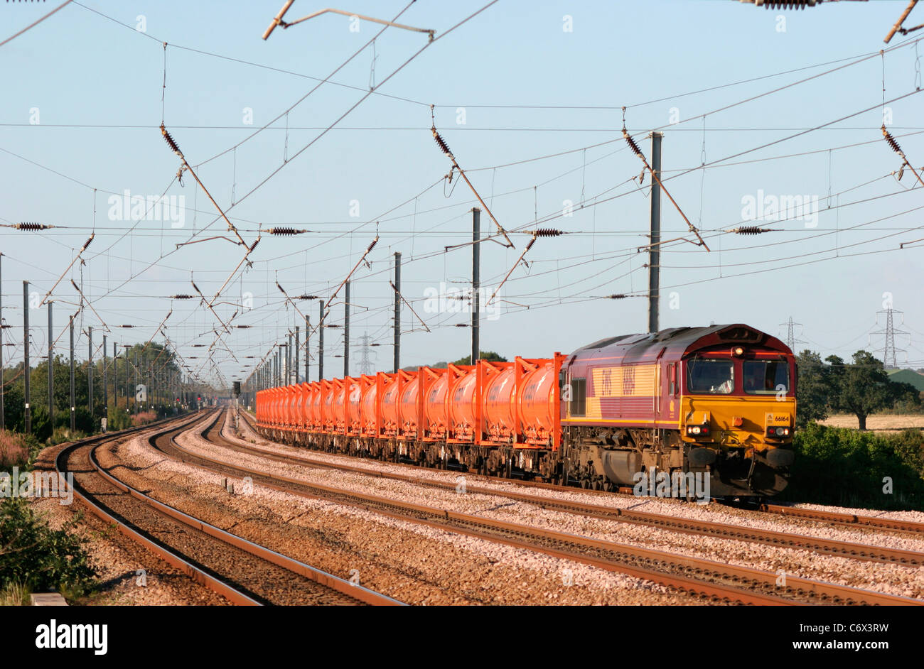 A class 66 diesel locomotive number 66164 working a train of containerised flyash near Sandy on the East Coast Mainline. - Stock Image