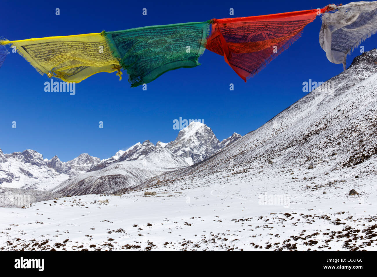 Prayer flags and snowy mountains, Everest Region, Nepal - Stock Image