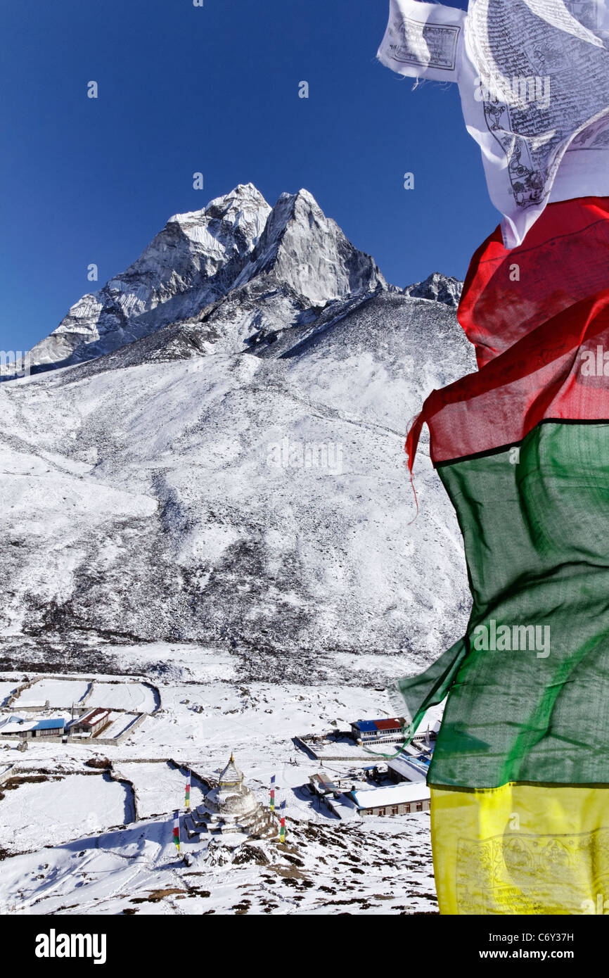 Prayer flags and mountains, Everest Region, Nepal - Stock Image