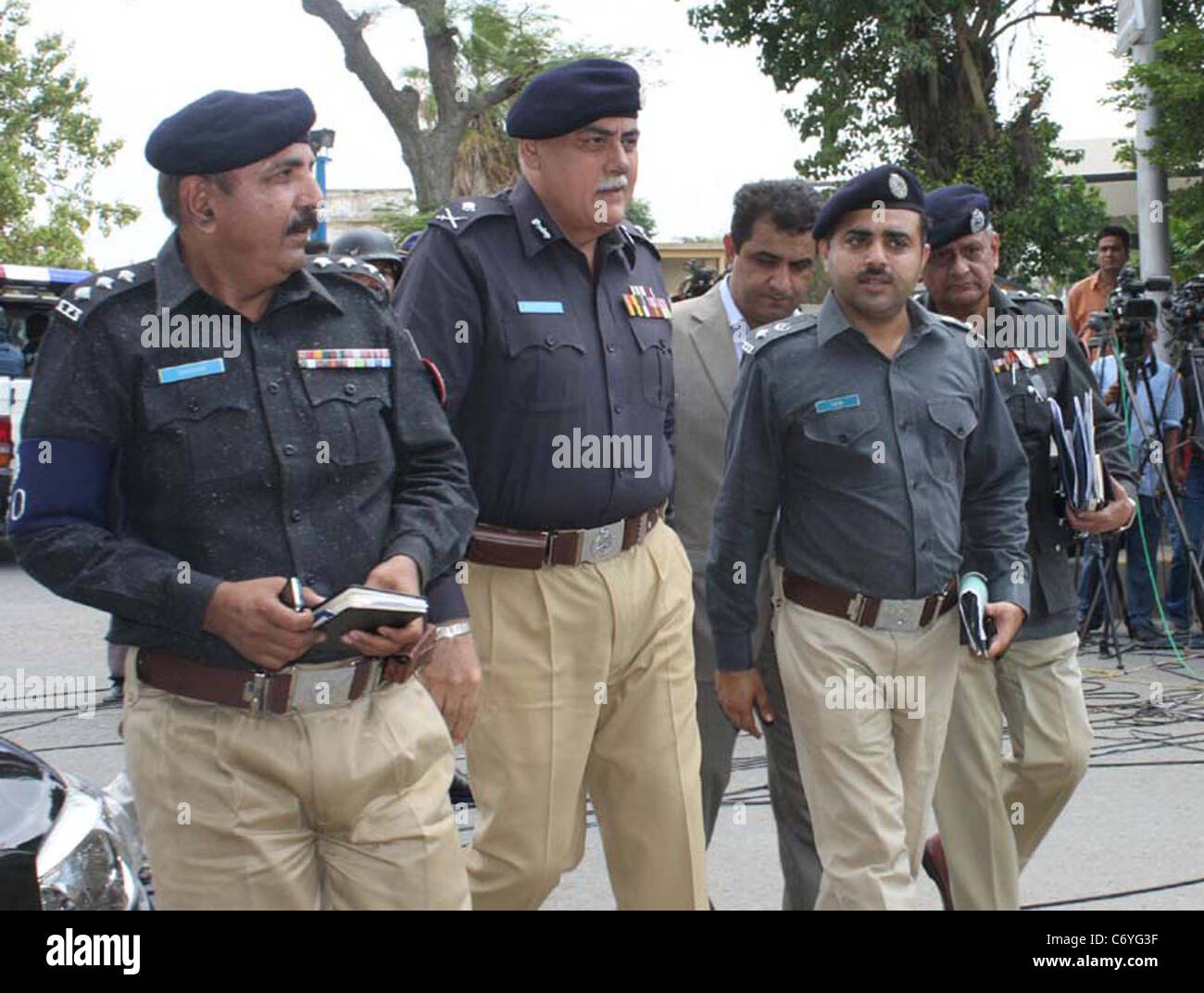 Islamabad Police comes at Supreme Court registry building
