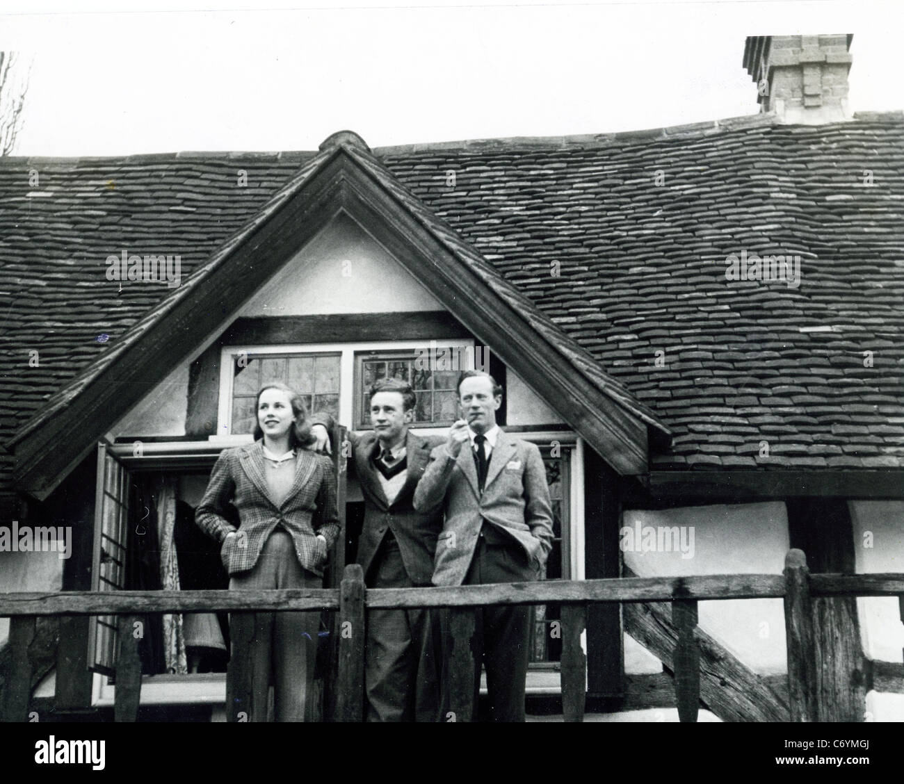 LESLIE HOWARD  English actor with son Ronald and daughter Leslie at 'Stowe Maries' in Westcott, Dorking, - Stock Image