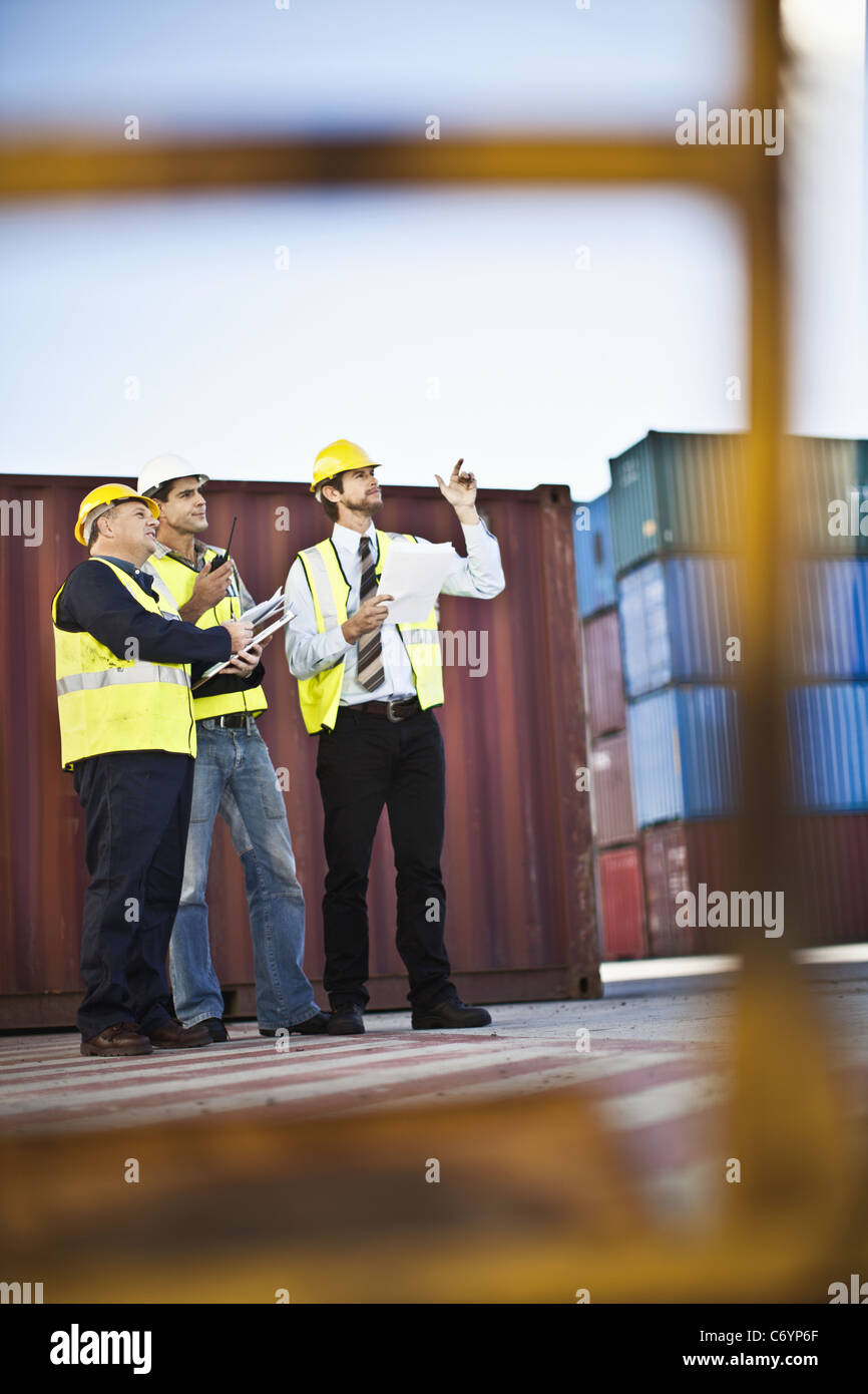 Workers talking in shipping yard - Stock Image