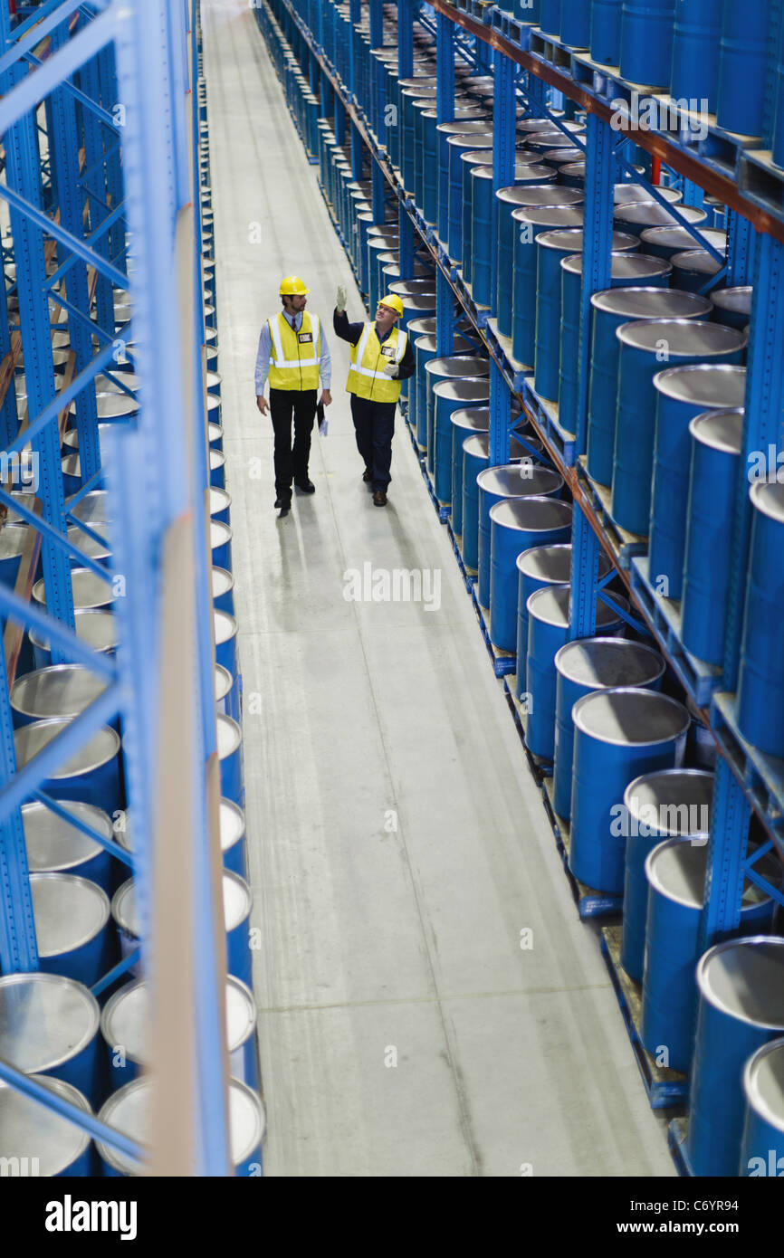 Workers talking in warehouse - Stock Image