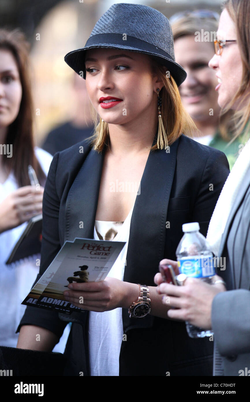 Hayden Panettiere attending a movie event Pitch Perfect at
