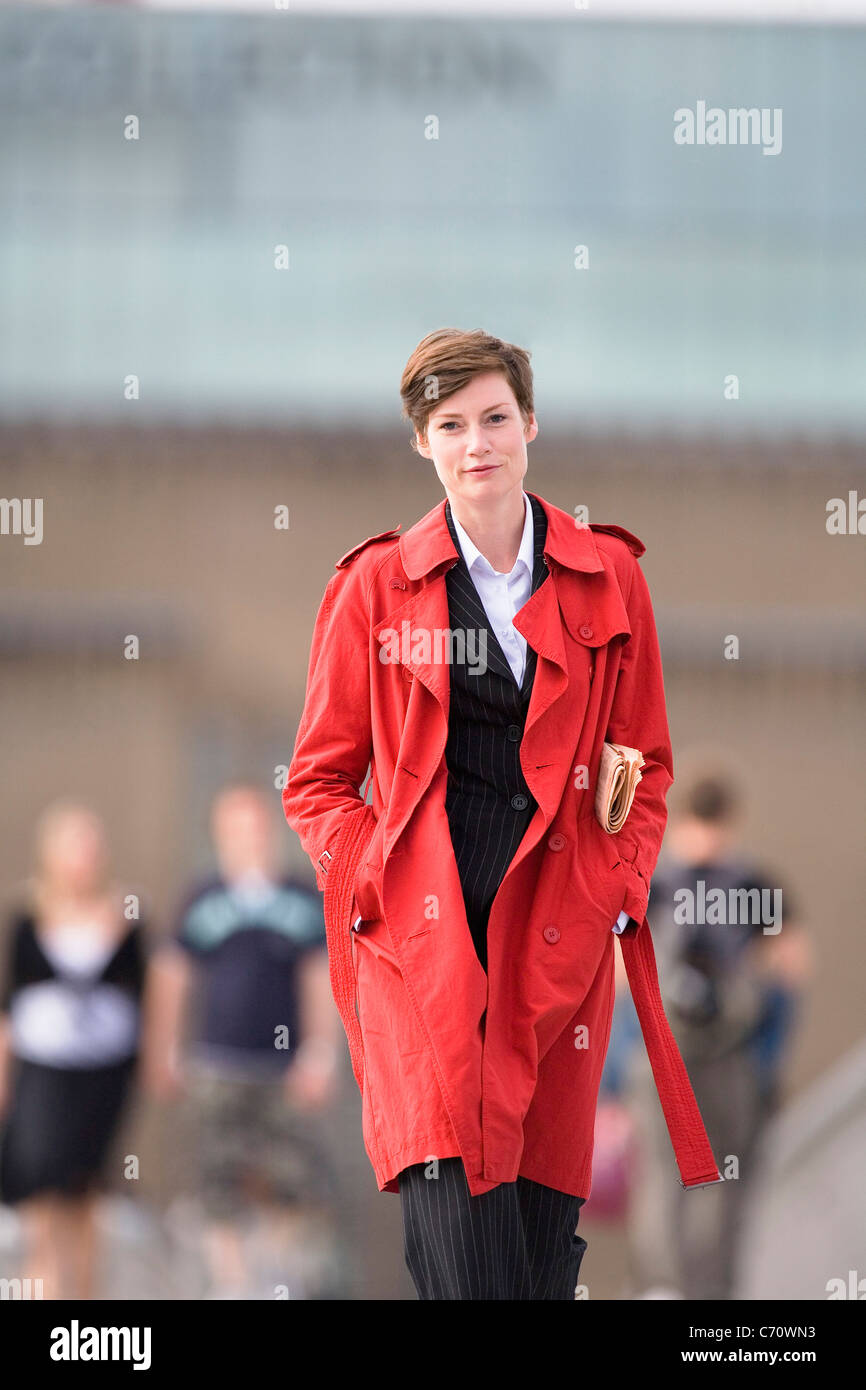 Businesswoman wearing trench coat - Stock Image