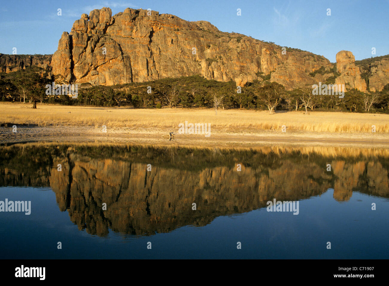 Mount Arapiles reflected in pond, Natimuk, New South Wales, Australia. - Stock Image