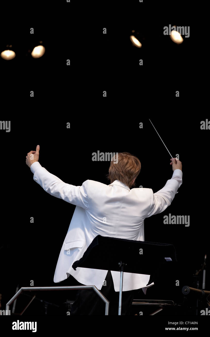 Music director Alexander Mickelthwaite conducting the Winnipeg Symphony Orchestra. - Stock Image