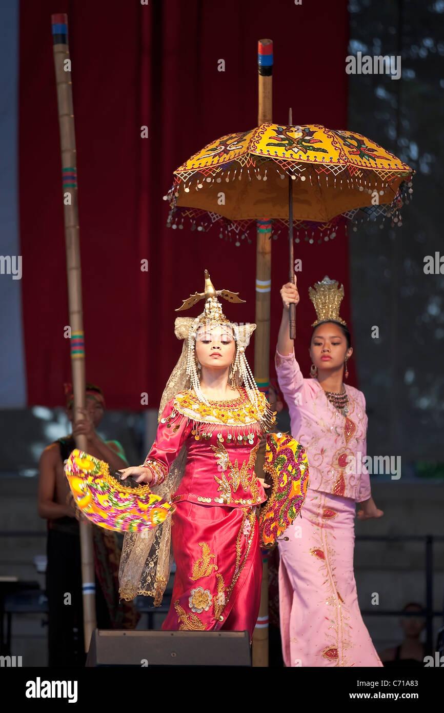 Filipino dancers at Folklorama,  Winnipeg, Manitoba, Canada. - Stock Image