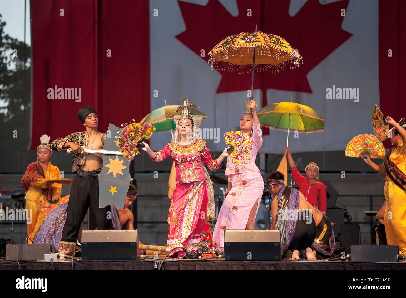 Filipino dancers at Folklorama.  Winnipeg, Manitoba, Canada. - Stock Image