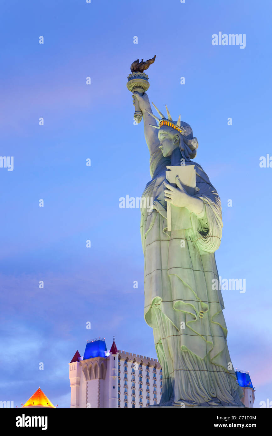 United States of America, Nevada, Las Vegas, the Statue of Liberty outside the famous New York New York Hotel Stock Photo