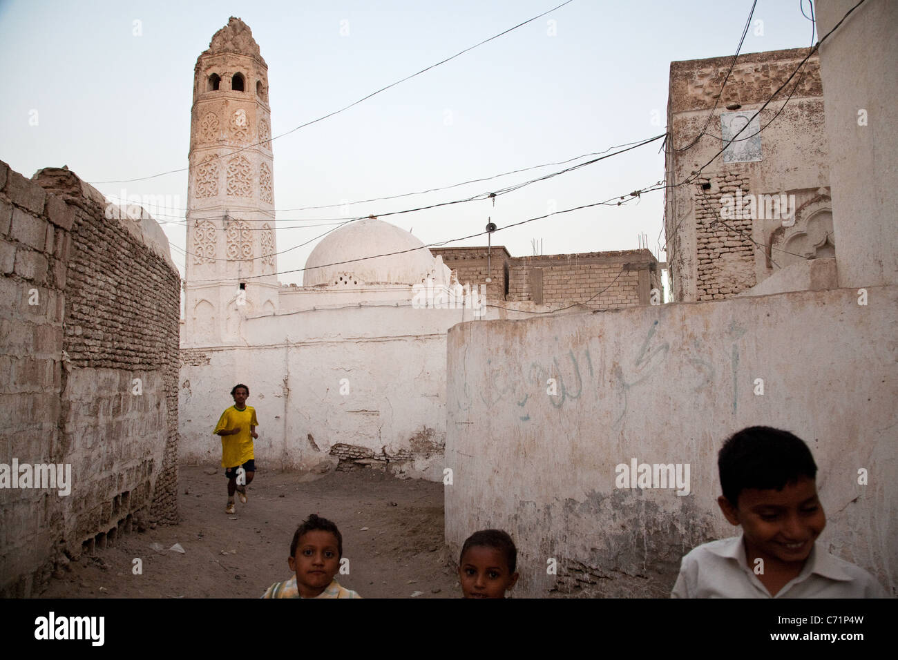 Children in the historical Old Town of Zabid, a UNESCO listed town in Yemen. - Stock Image