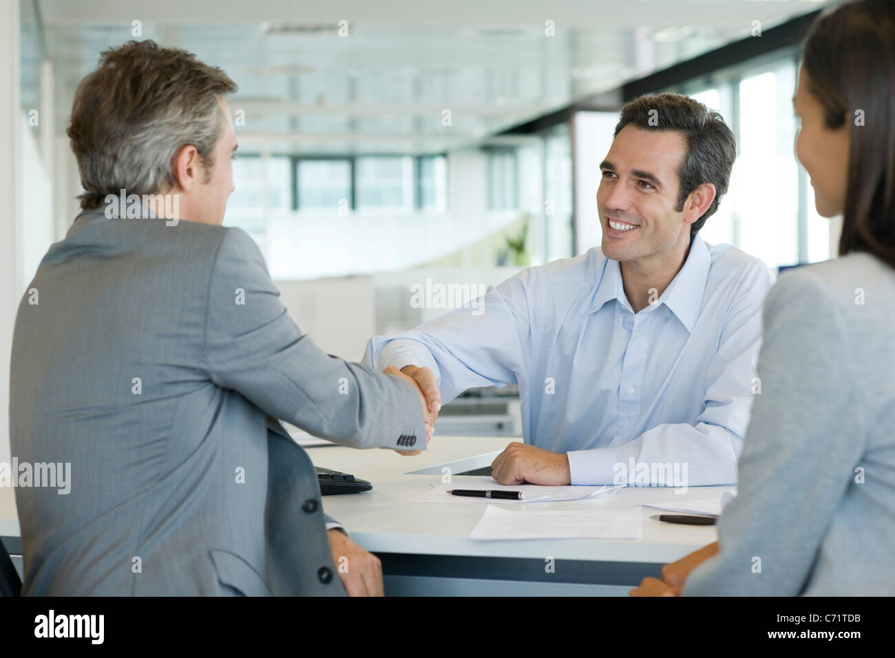 Businessman shaking hands with client - Stock Image