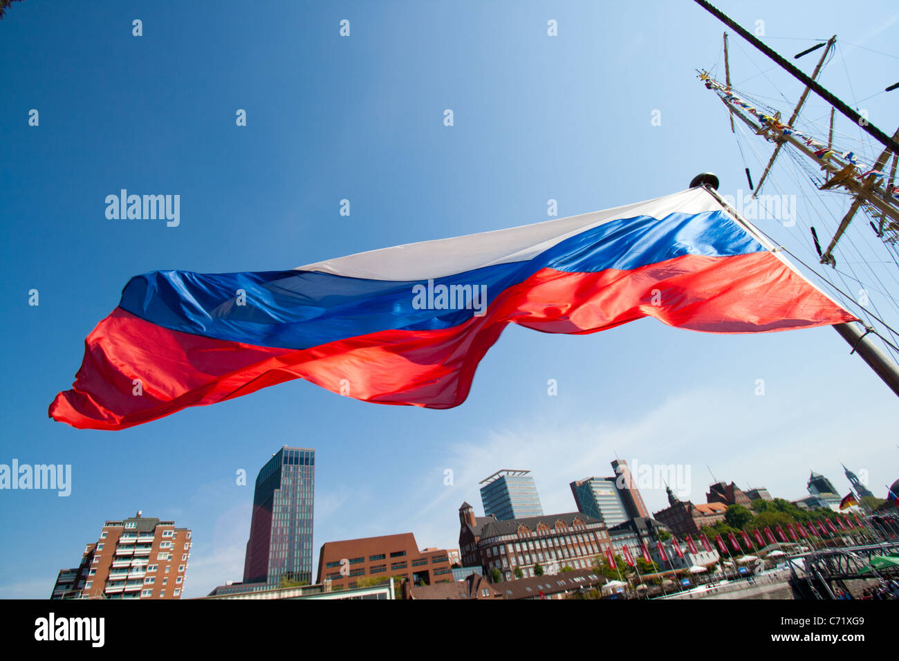 Russian flag on a sail ship in the port of Hamburg. - Stock Image