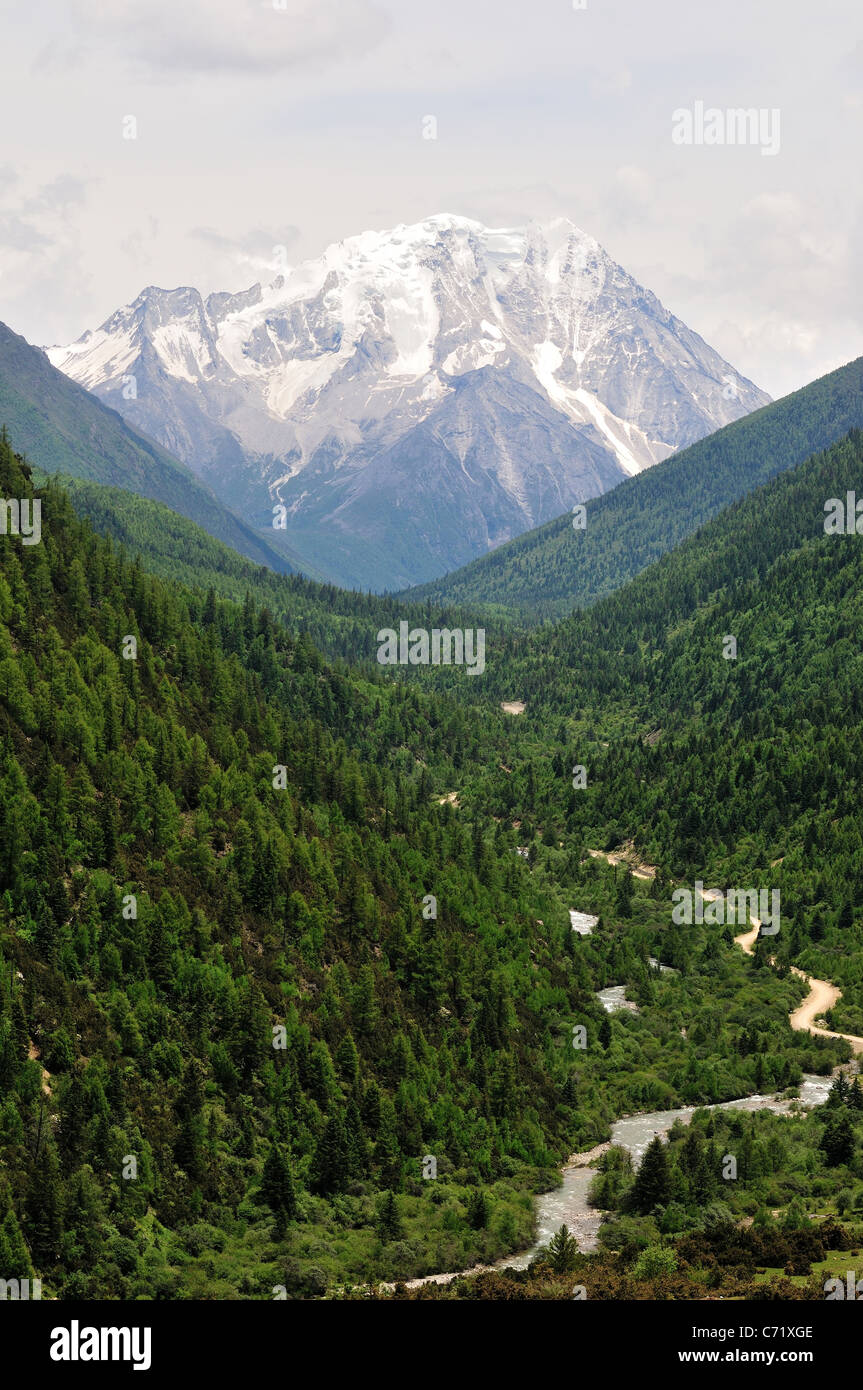 The Yala Holy Mountain in western Sichuan. China. - Stock Image