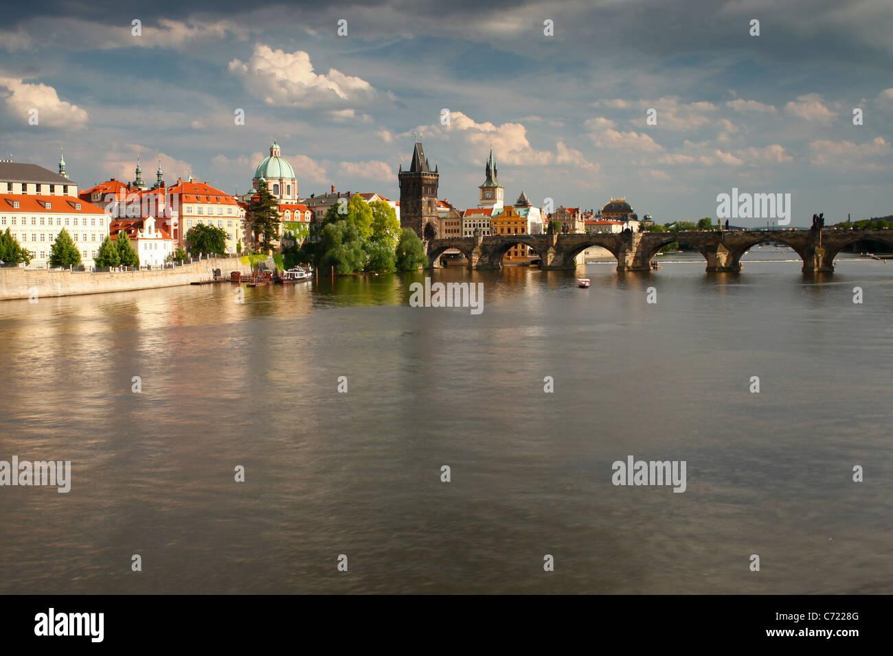 Charles Bridge and the Vltava river, Old Town, Prague, UNESCO World Heritage Site, Czech Republic, Europe - Stock Image
