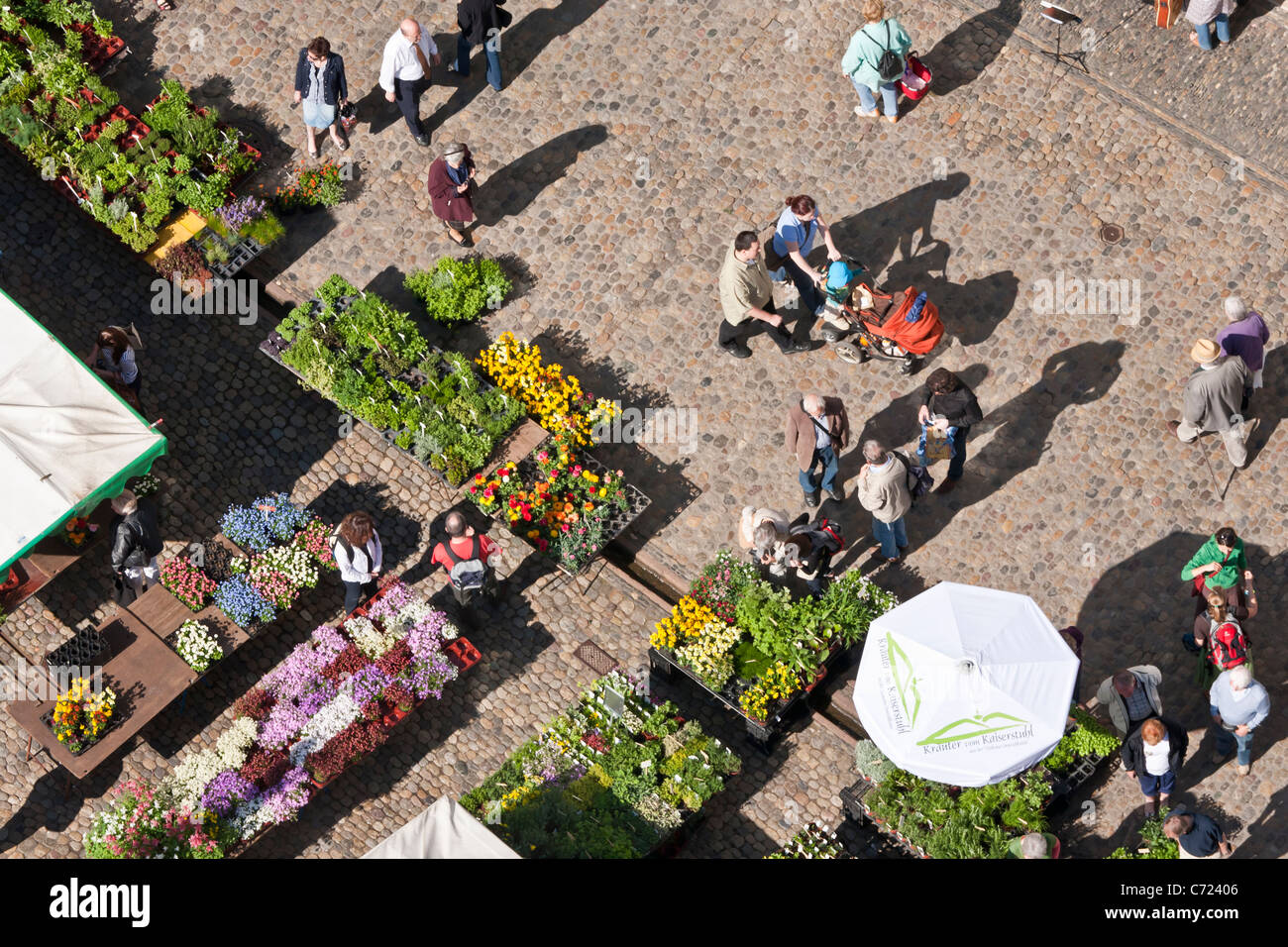 FAMER'S MARKET, MARKET PLACE IN FRONT OF THE CATHEDRAL, FREIBURG IM BREISGAU, BADEN-WURTTEMBERG, GERMANY - Stock Image