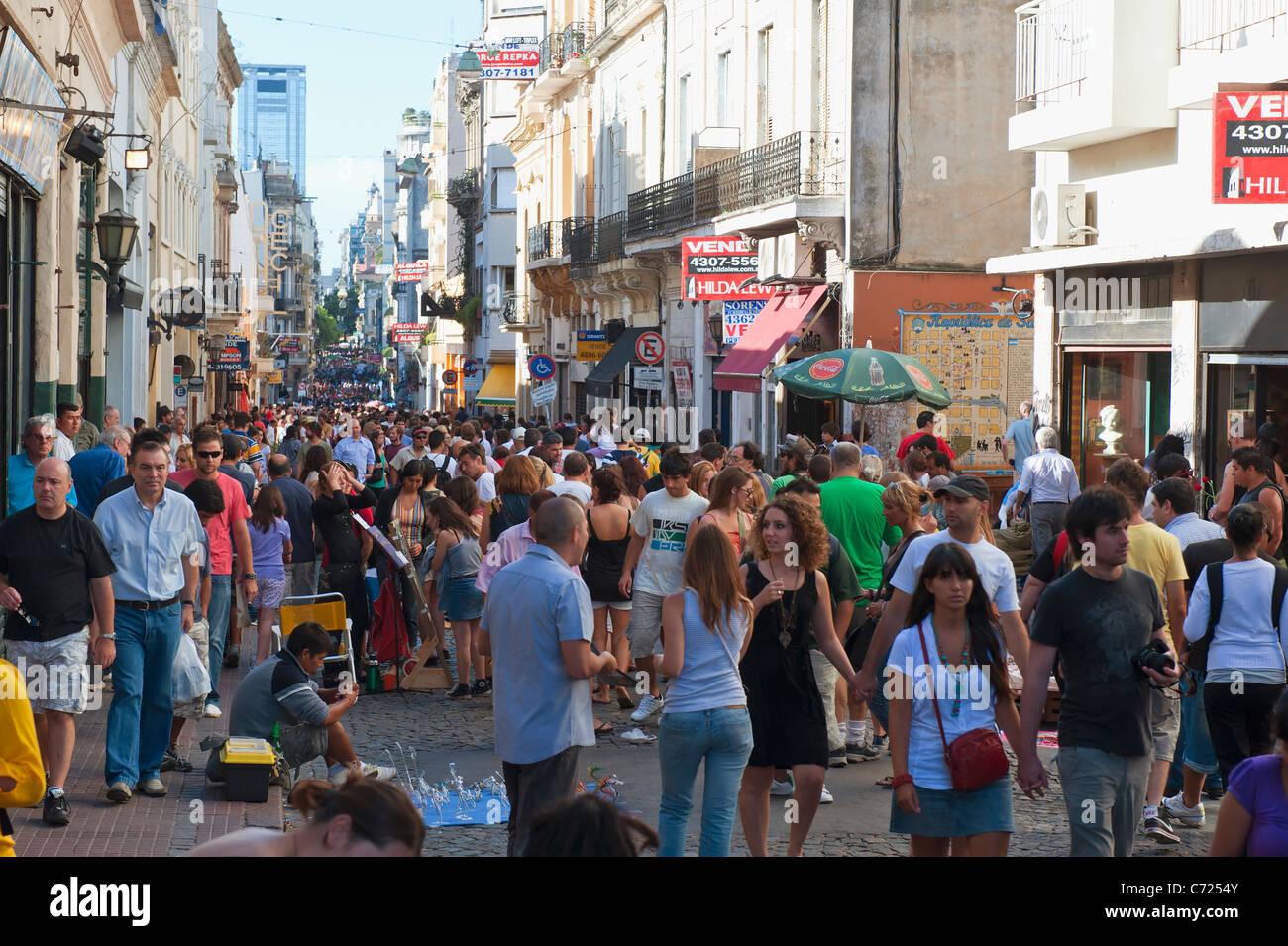 Plaza Dorrego Sunday flea market, San Telmo, Buenos Aires ...