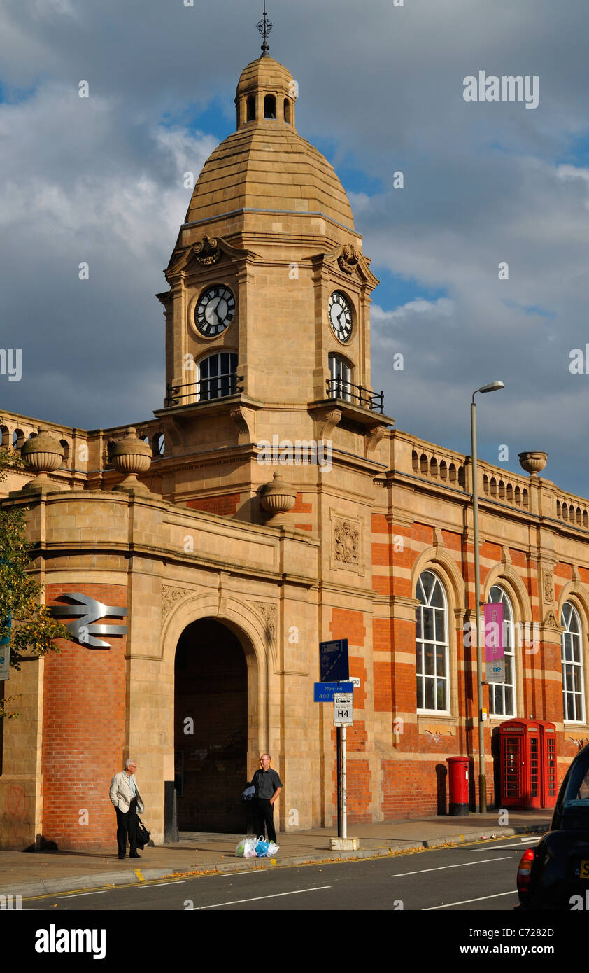 The train station on London Road in Leicester City - Stock Image