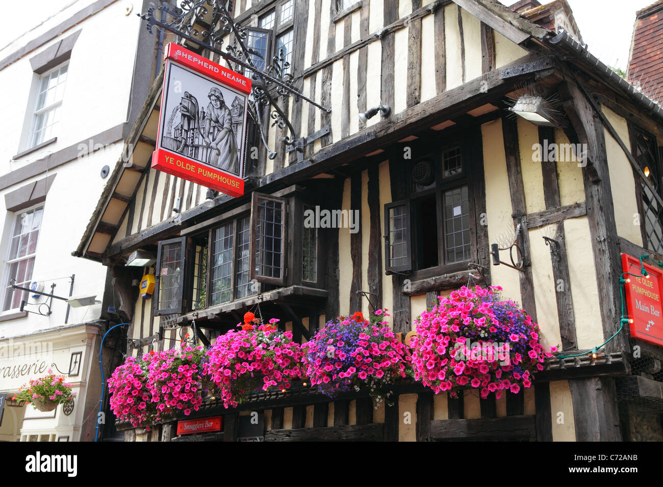 Hastings UK. Ye Olde PumpHouse Pub in George Street, Hastings Old Town, East Sussex, England, UK, GB - Stock Image