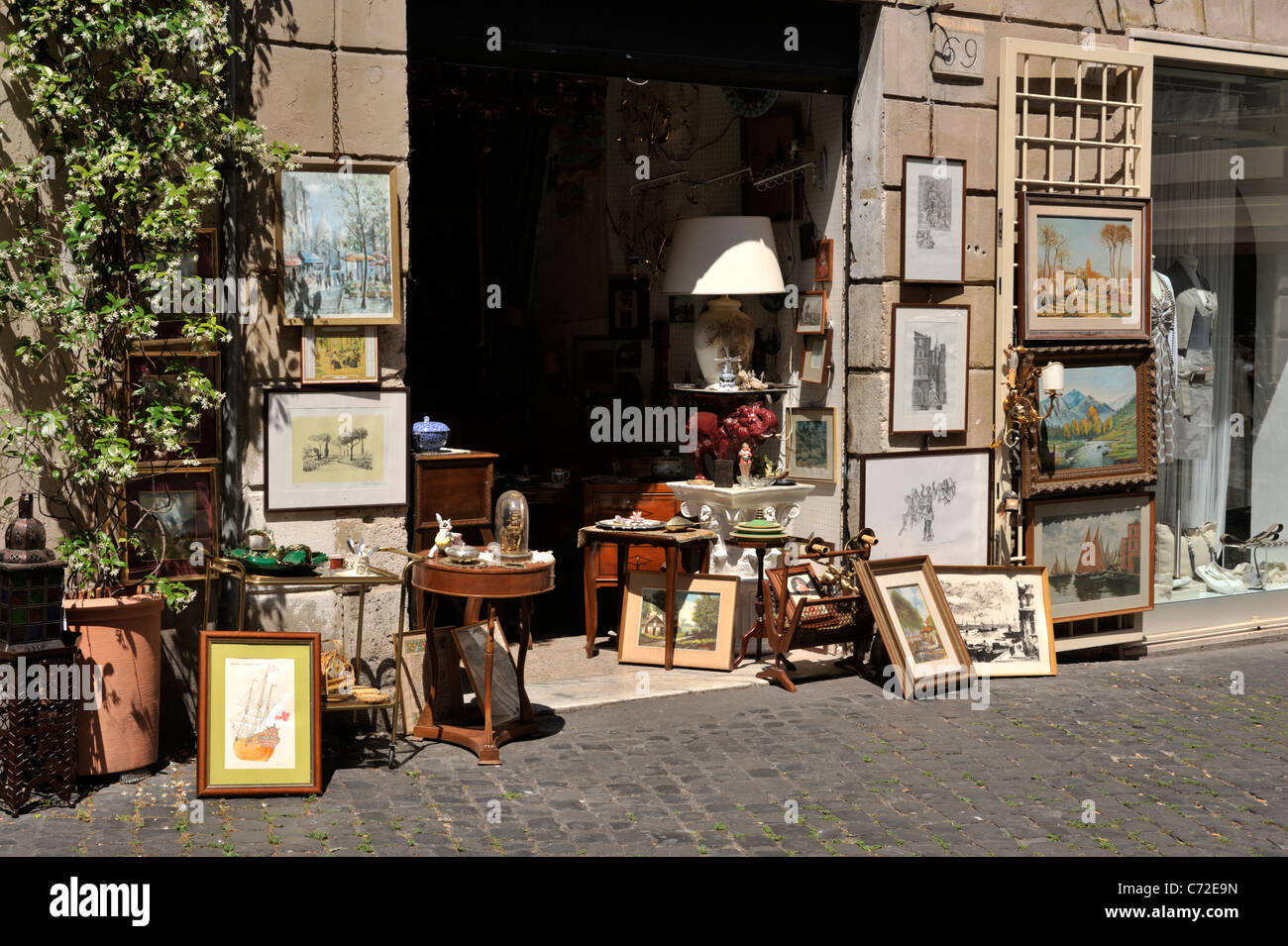 italy, rome, historic centre, antique shop - Stock Image