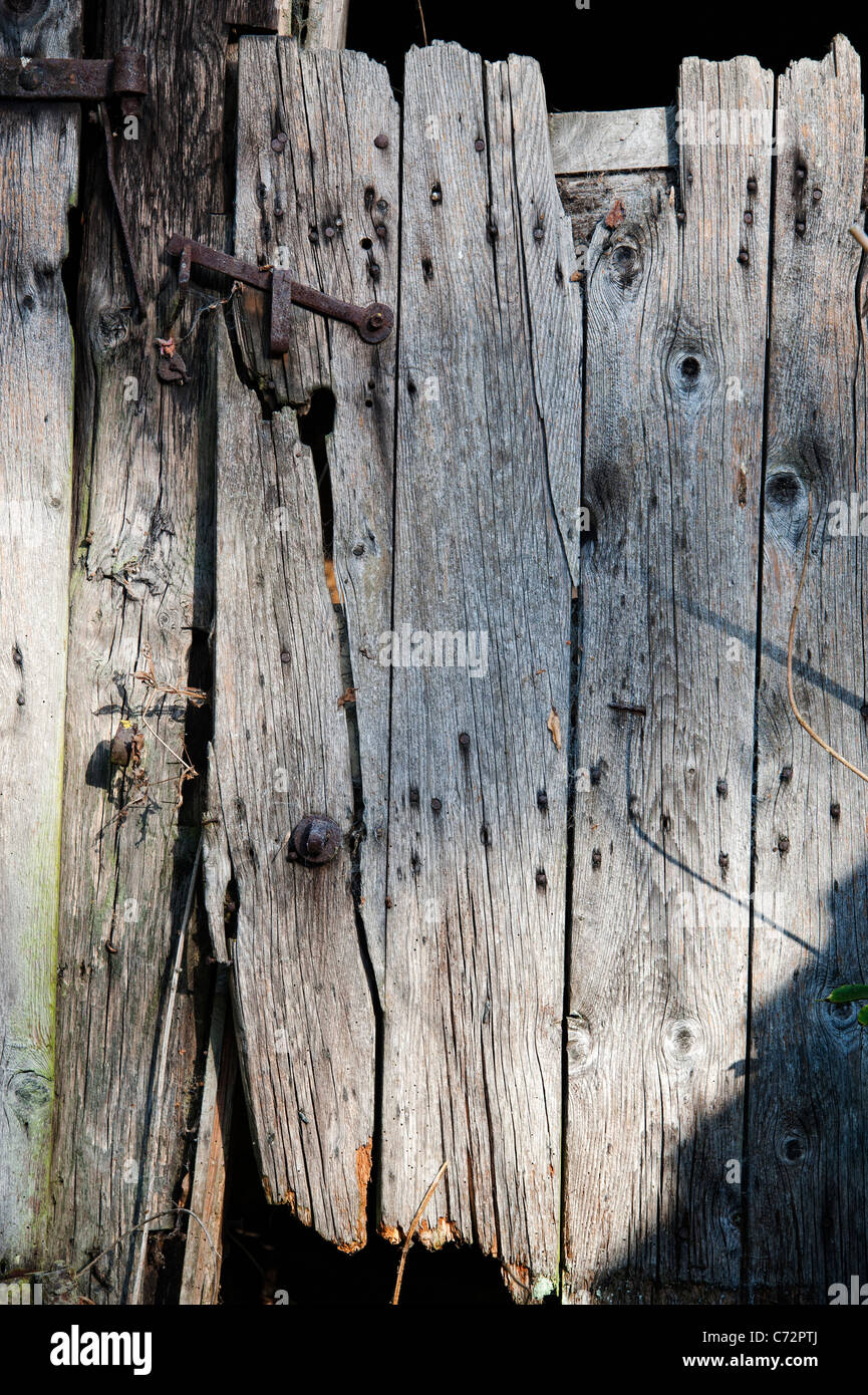 Old Farm building weatherd wooden gate - Stock Image