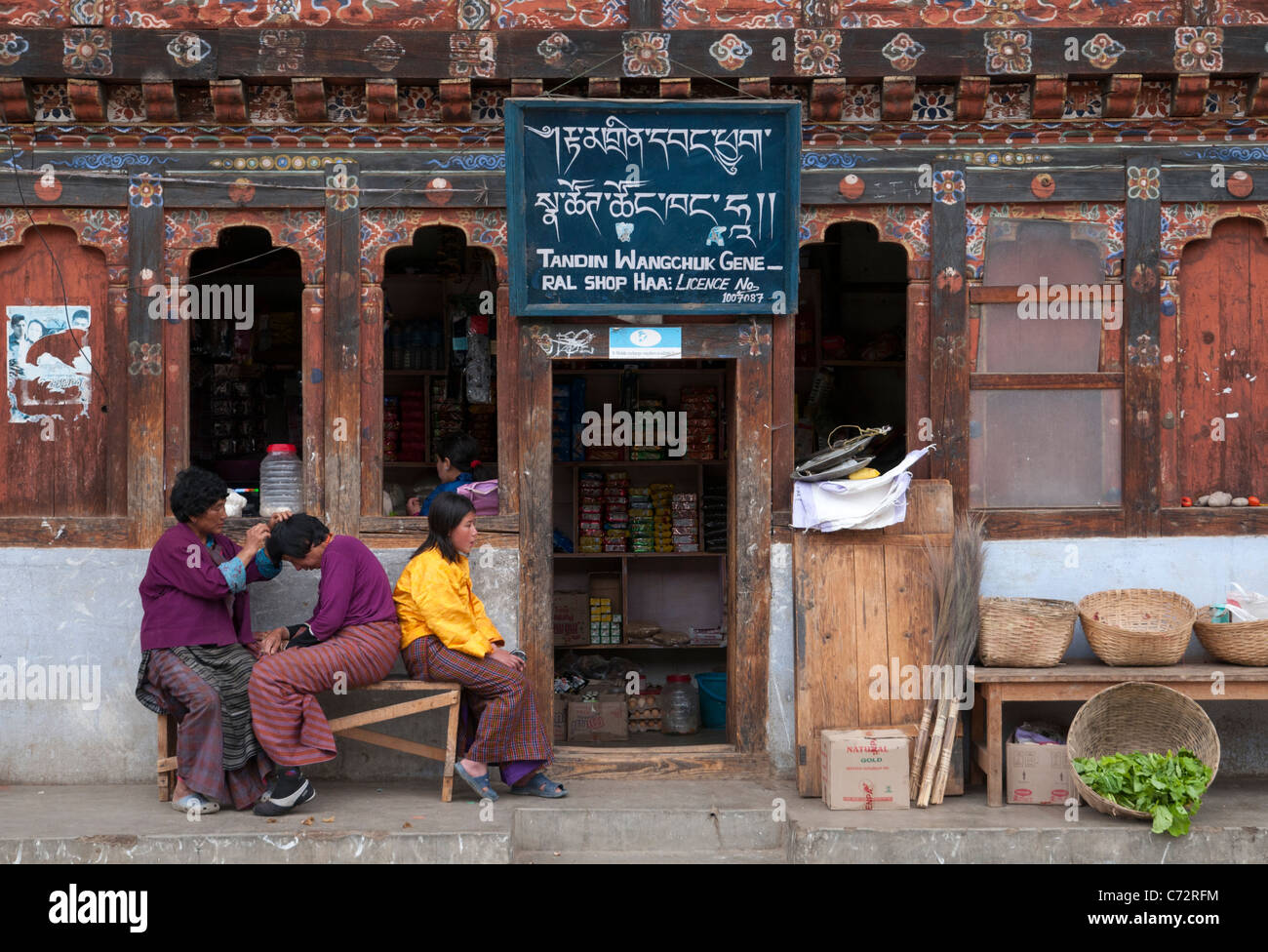 group shot of people in front of traditional grocery shop. Haa. bhutan - Stock Image