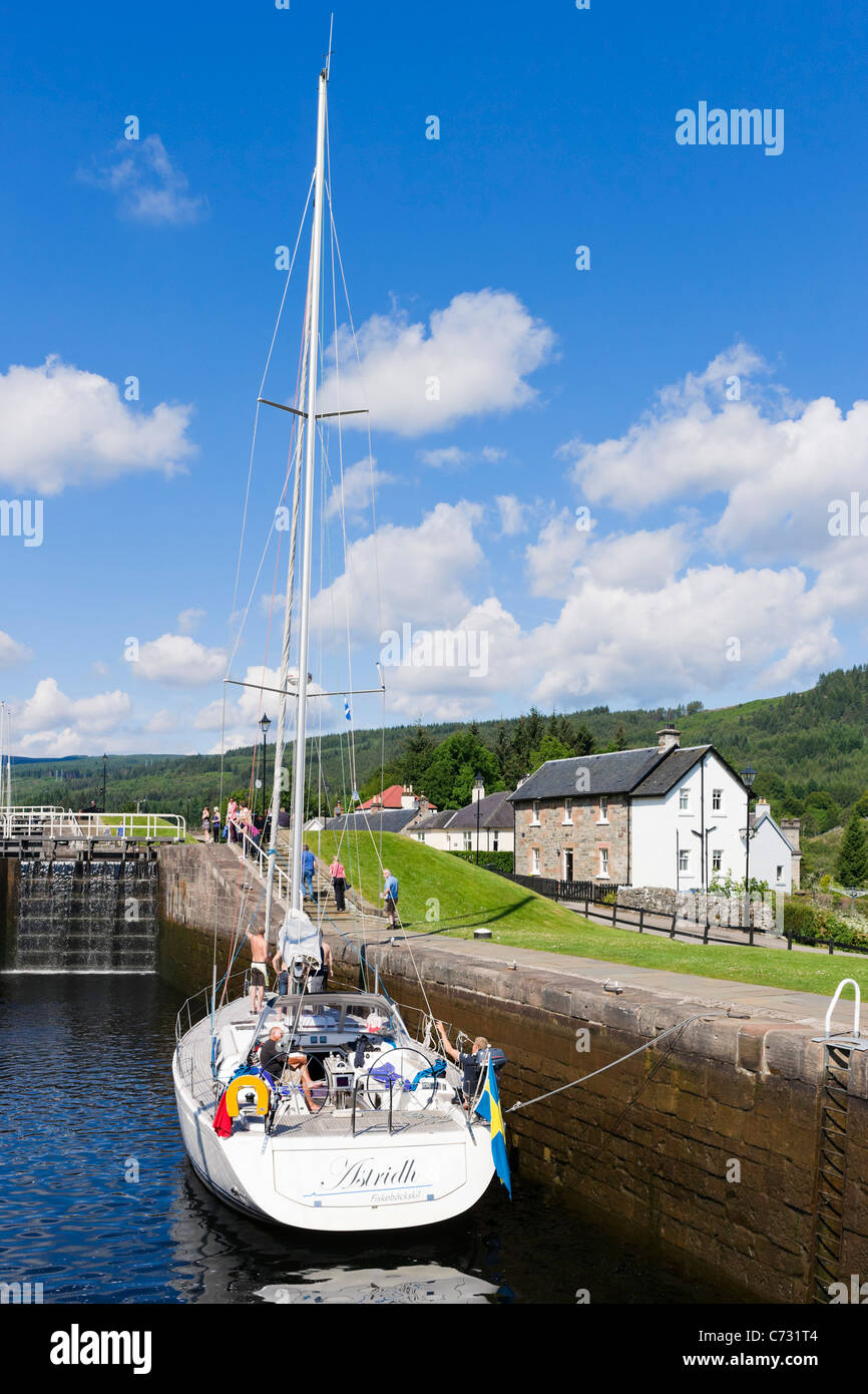 Yacht in the locks on the Caledonian Canal, Fort Augustus, Highland, Scotland, UK - Stock Image