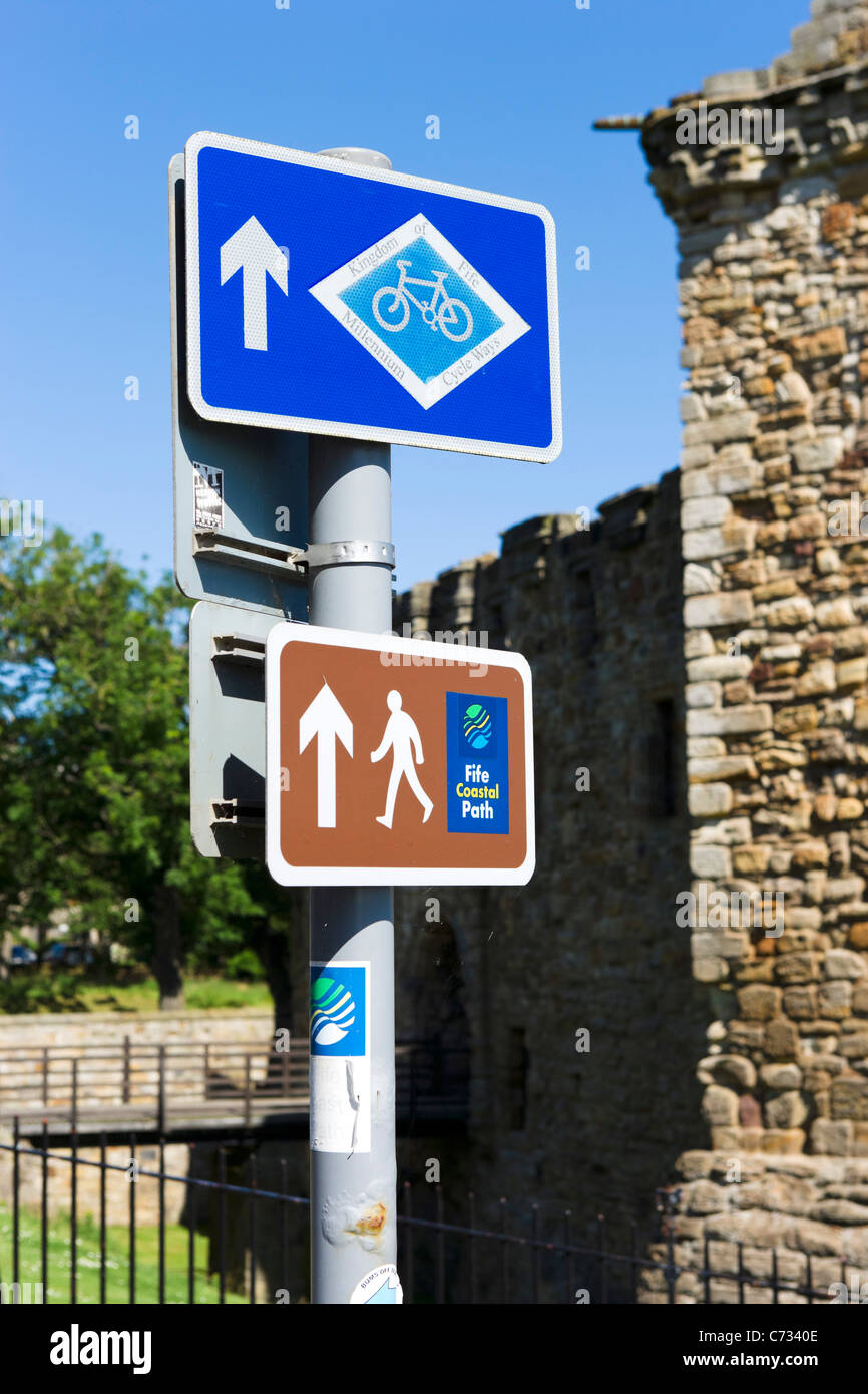 Sign for the Fife Coastal Path and Kingdom of Fife Millennium Cycle Way near the Castle, St Andrews, Fife, Central - Stock Image