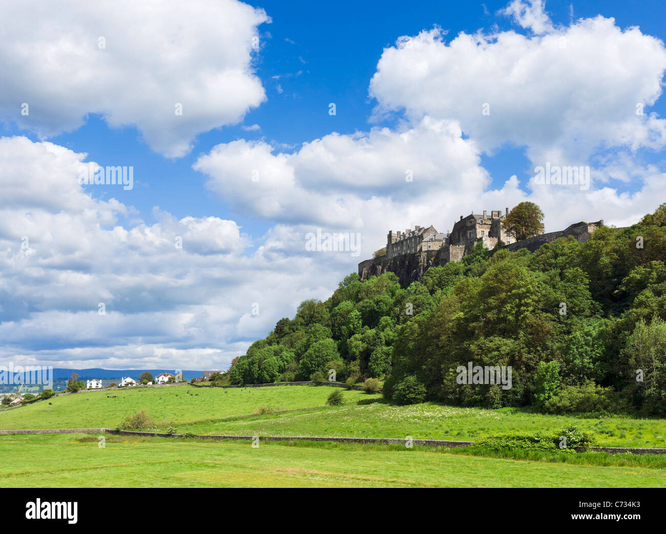 Stirling Castle viewed from King's Knot Gardens, Stirling, Scotland, UK - Stock Image