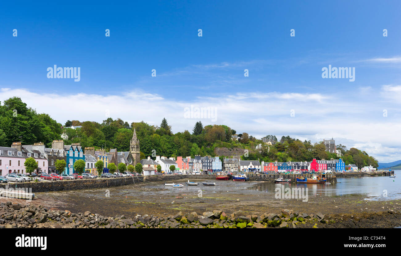 Low tide in the picturesque fishing port of Tobermory on the Isle of Mull, Inner Hebrides, Argyll and Bute, Scotland, - Stock Image