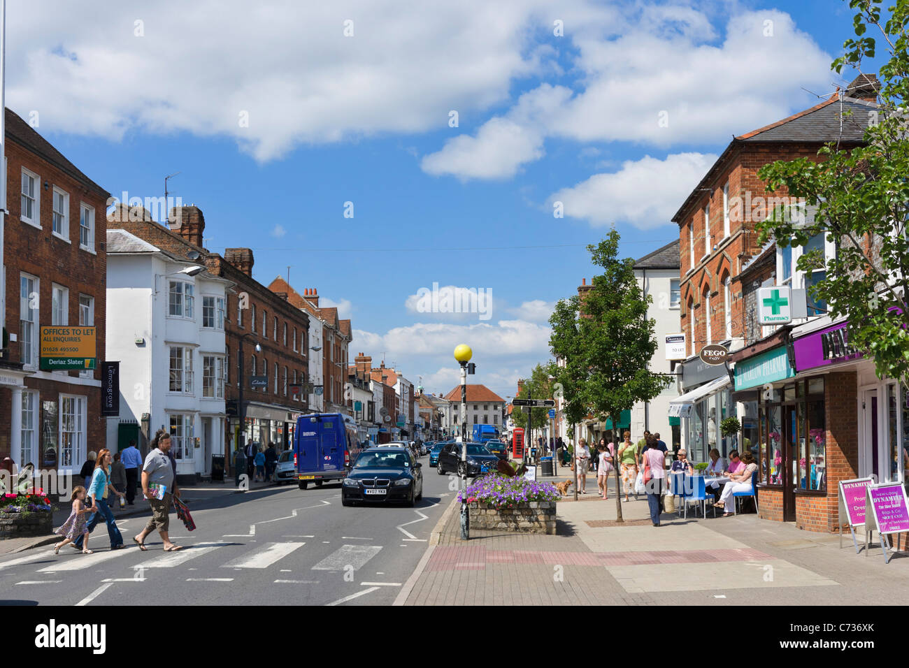 Shops and cafe on the High Street in Marlow, Buckinghamshire, England, UK Stock Photo