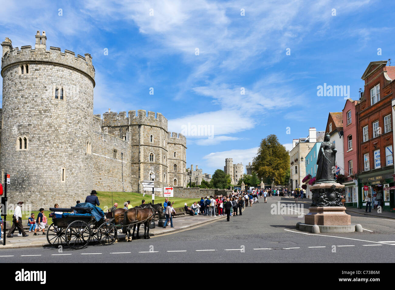Windsor Castle from the High Street with statue of Queen Victoria in the foreground, Windsor, Berkshire, England, - Stock Image