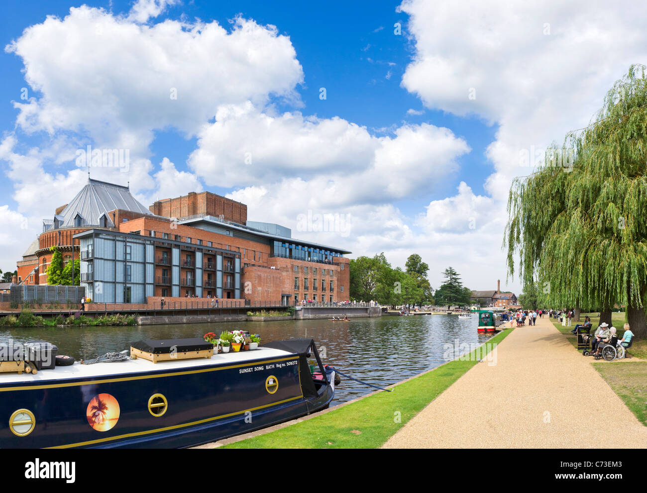 The Royal Shakespeare Theatre and Swan Theatre on the River Avon, Stratford-upon-Avon, Warwickshire, England, UK - Stock Image