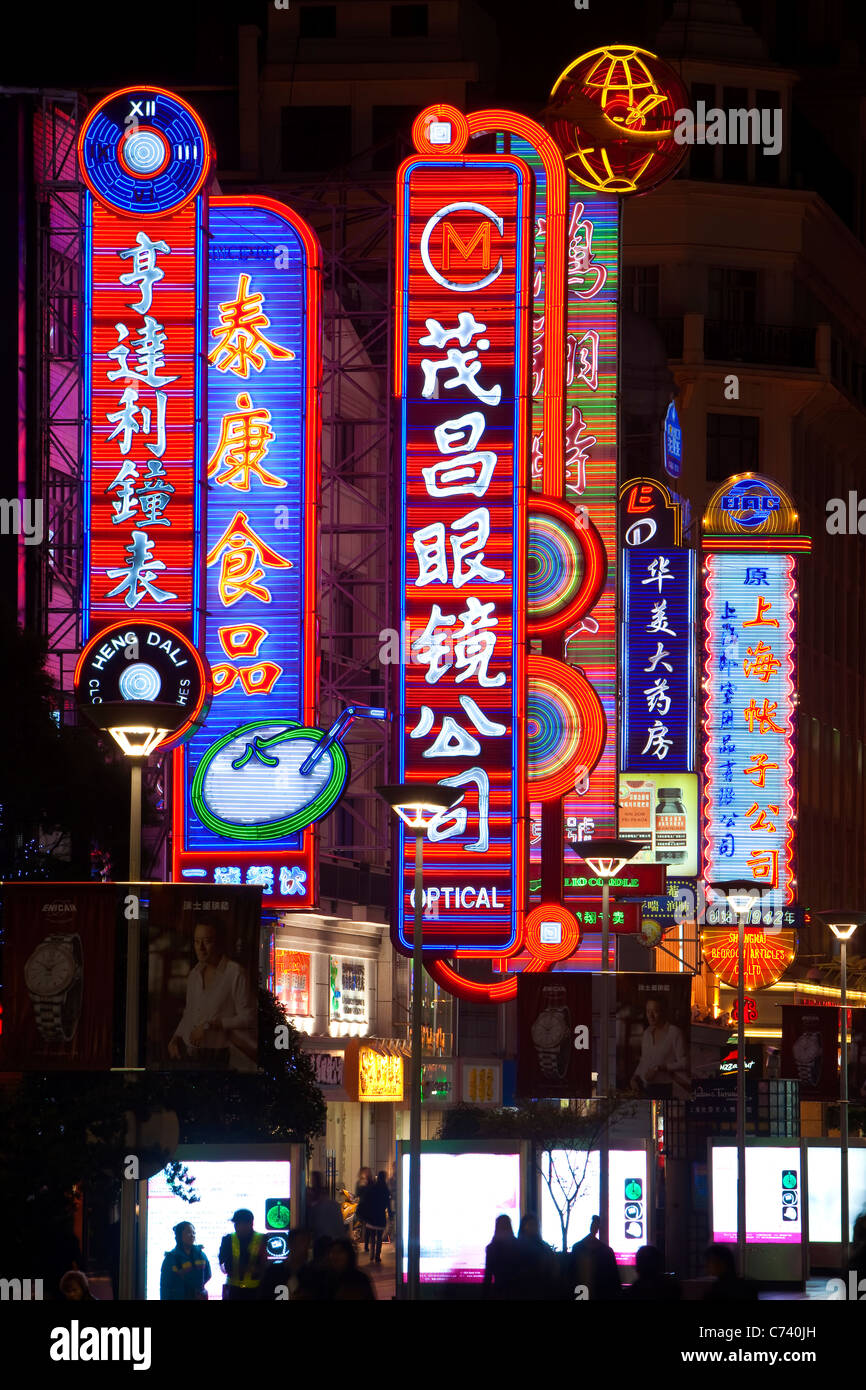 Neon signs above shops along Nanjing Road, Shanghai, China - Stock Image