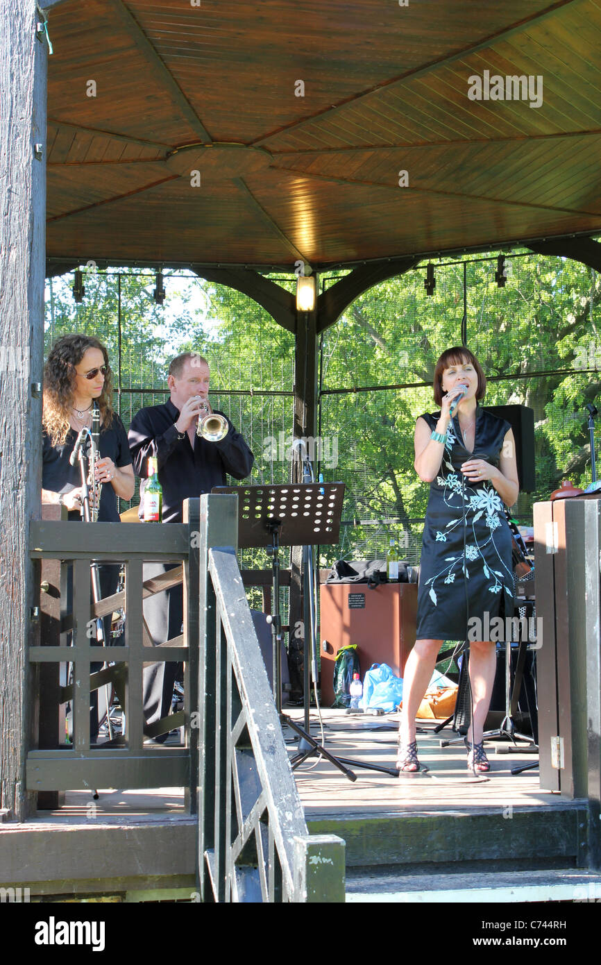 Bandstand Summer Jazz Concert – Karen Lane with the Colin Peters Quartet Featuring Digby Fairweather – Hilly Fields, - Stock Image