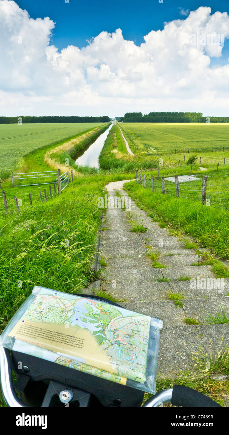 A cycle path between farm fields near De Marne, South Holland, Netherlands - Stock Image