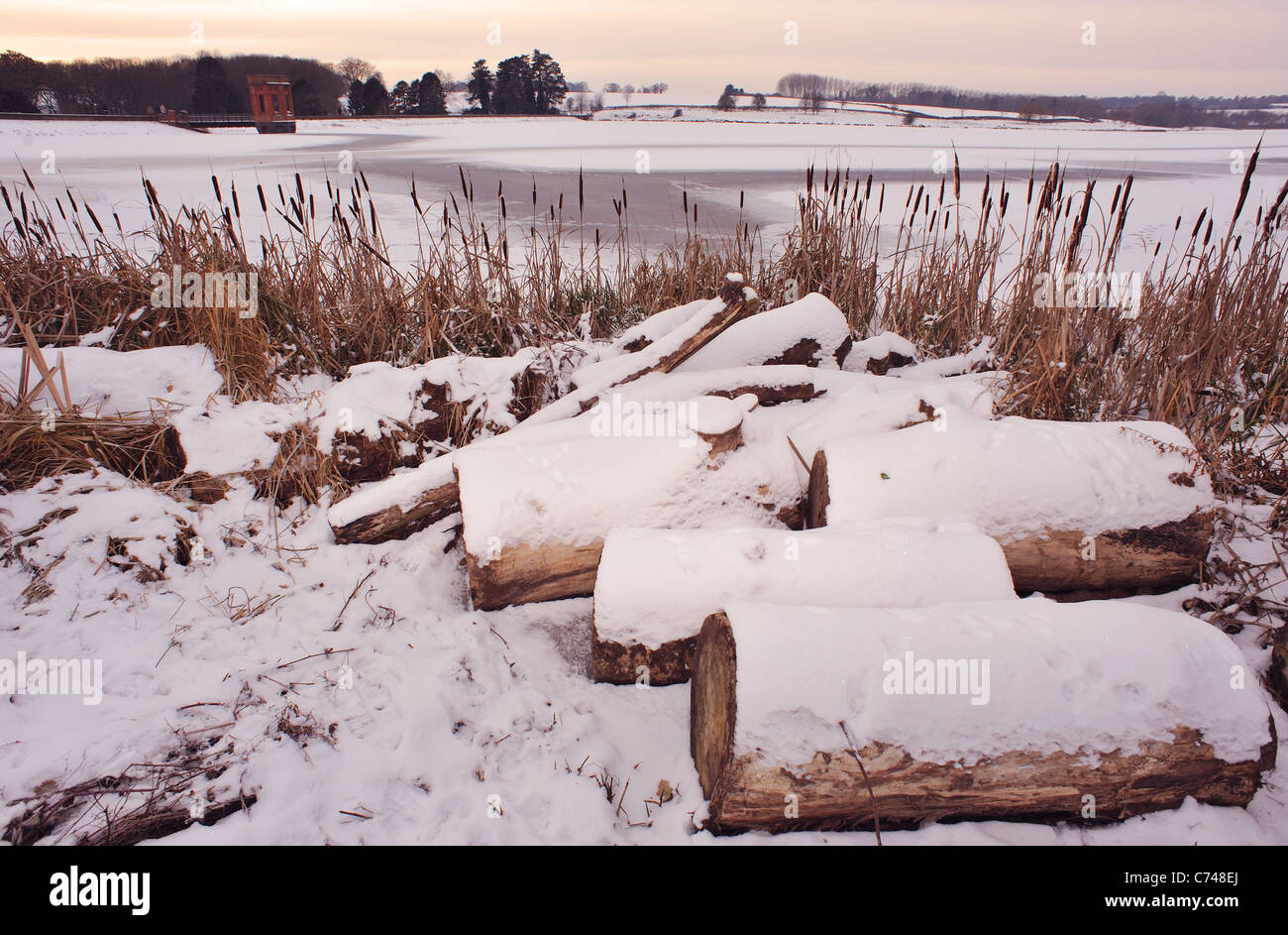 Sywell Reservoir in Northamptonshire frozen over, Christmas 2010 - Stock Image