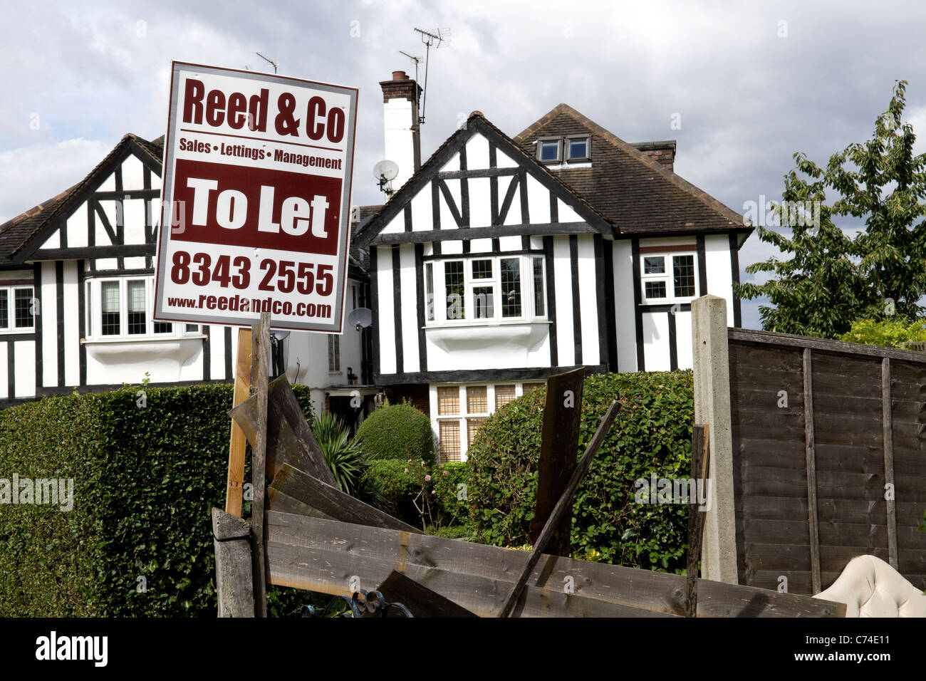 Phenomenal Estate Agents To Rent Sign Outside Suburban Houses In London Interior Design Ideas Clesiryabchikinfo
