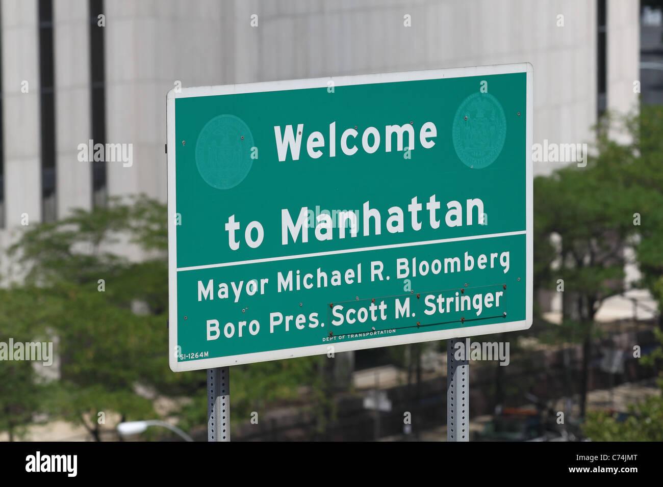 Sign announcing entrance into Manhattan Stock Photo
