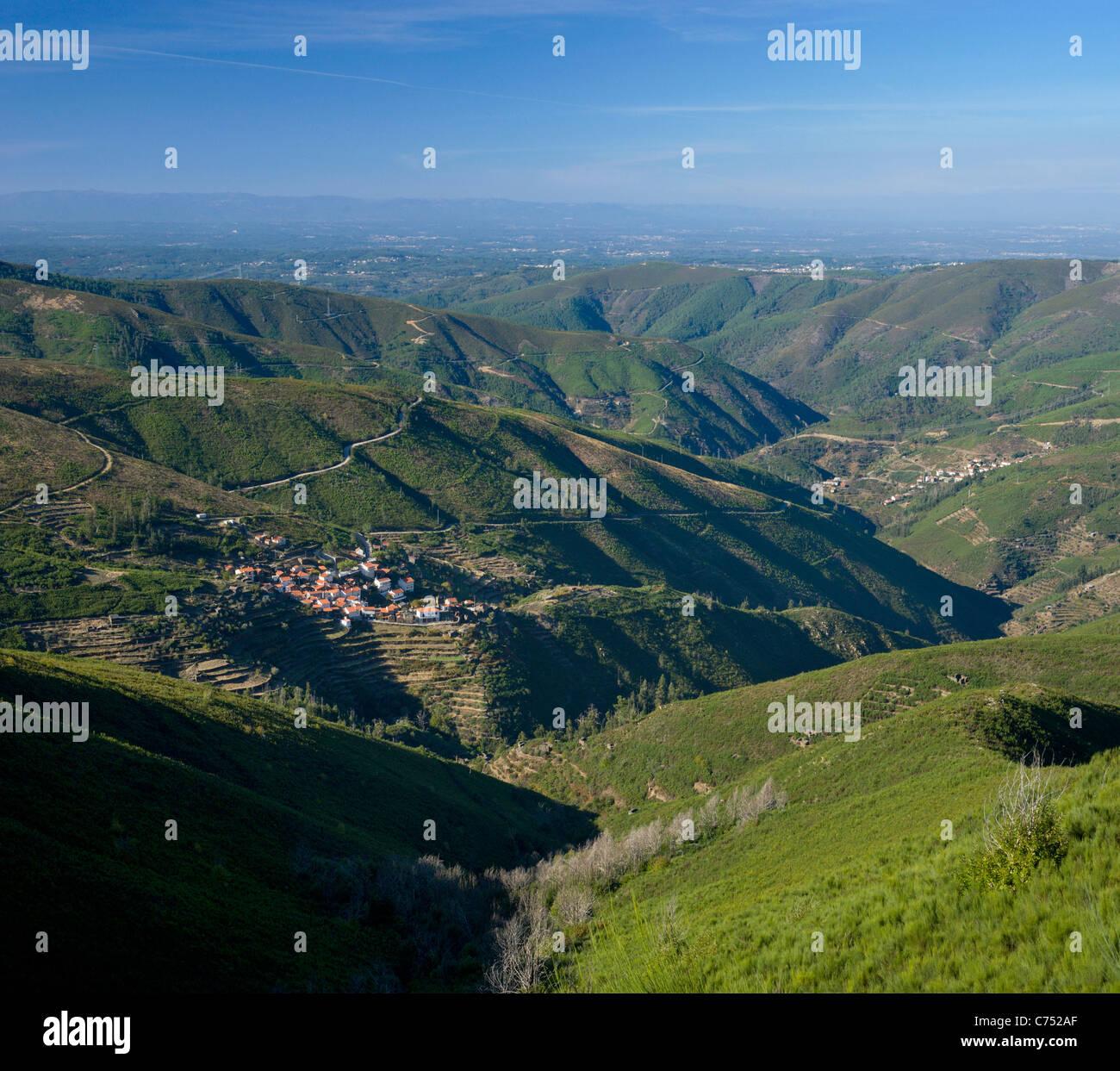 Portugal, the Beira Alta, Serra da Estrela, near Piodao, landscape with small villages (Casarias and Sabral Gordo) - Stock Image