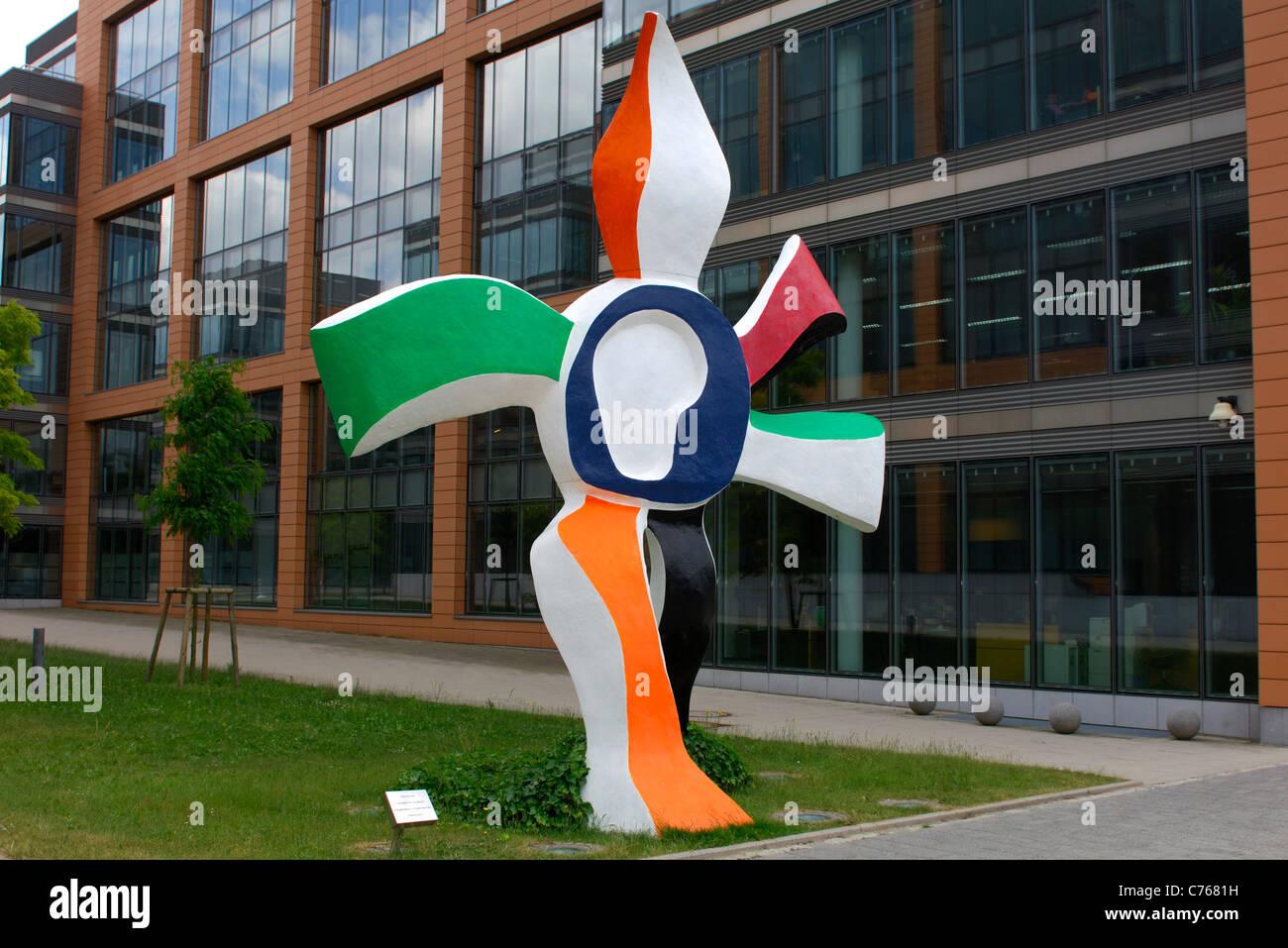 Sculpture La grande fleur qui marche, Financial District, Kirchberg-Plateau, Luxemburg - Stock Image