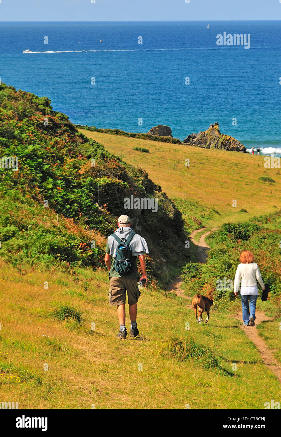 Ramblers and dog at Soar Cove near Salcombe on the southwest coastal path - Stock Image