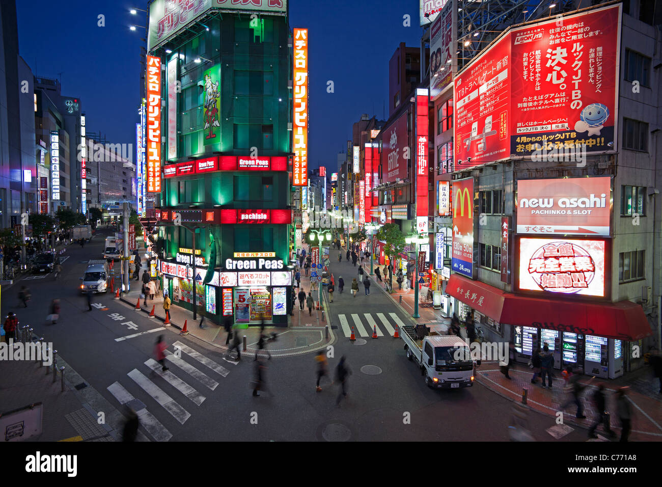 Asia, Japan, Tokyo, Shinjuku, neon lights of Shinjuku district at night - Stock Image