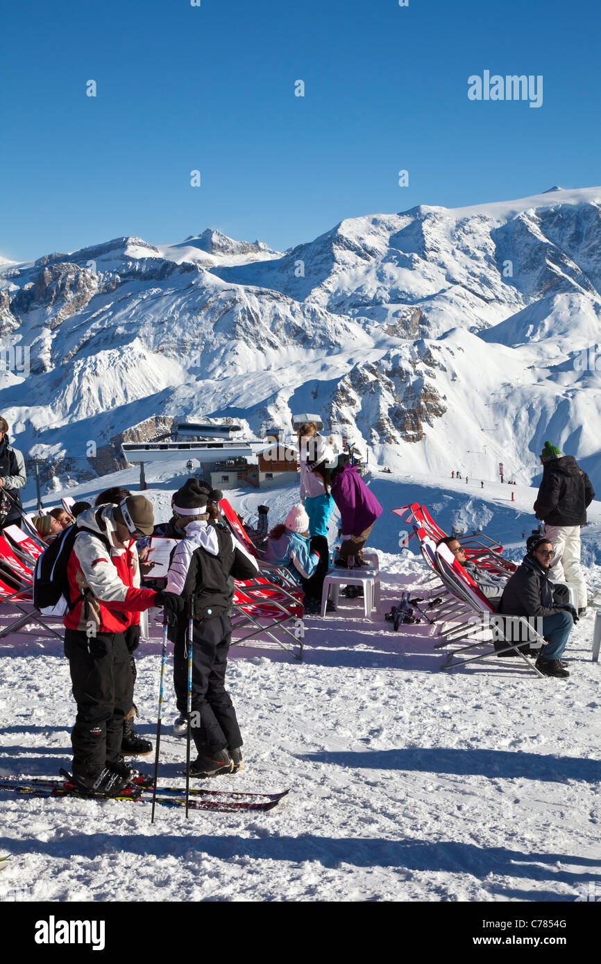 Skiers on piste at the top of the Saulire gondola, Courchevel 1850, France. - Stock Image