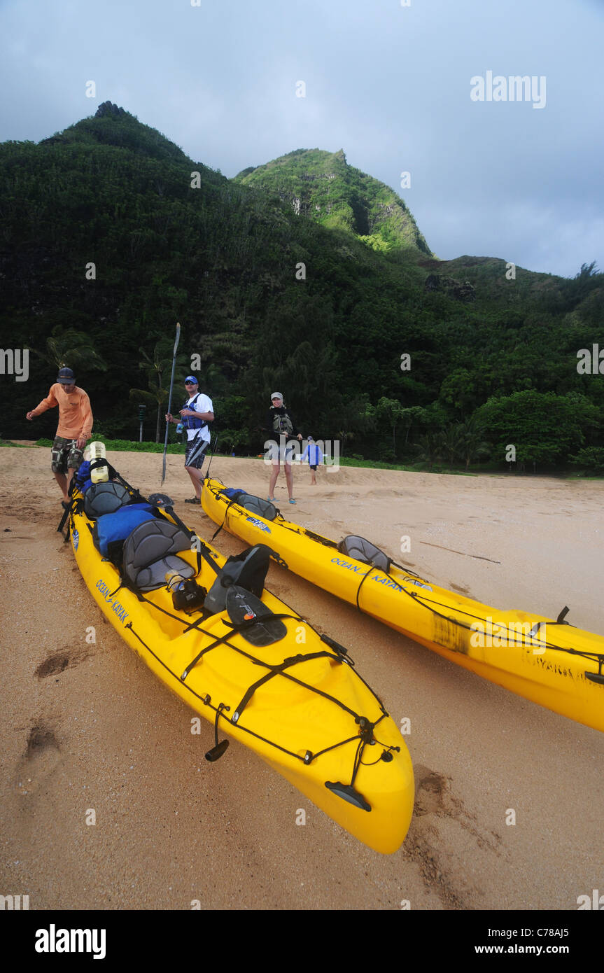 Sea kayakers about to set off from beach on Kauai, Hawaii, USA. No MR or PR - Stock Image